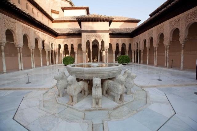 patio-leones-alhambra