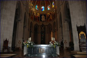 altar mayor de la almudena en marmol verde macael