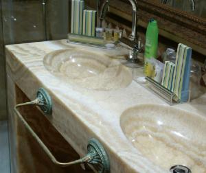 baño marmol 3