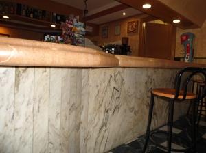 barra de bar en mármol 2