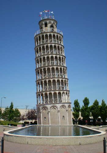 torre de pisa en mármol